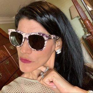 Gucci sunglasses in like new conditions!